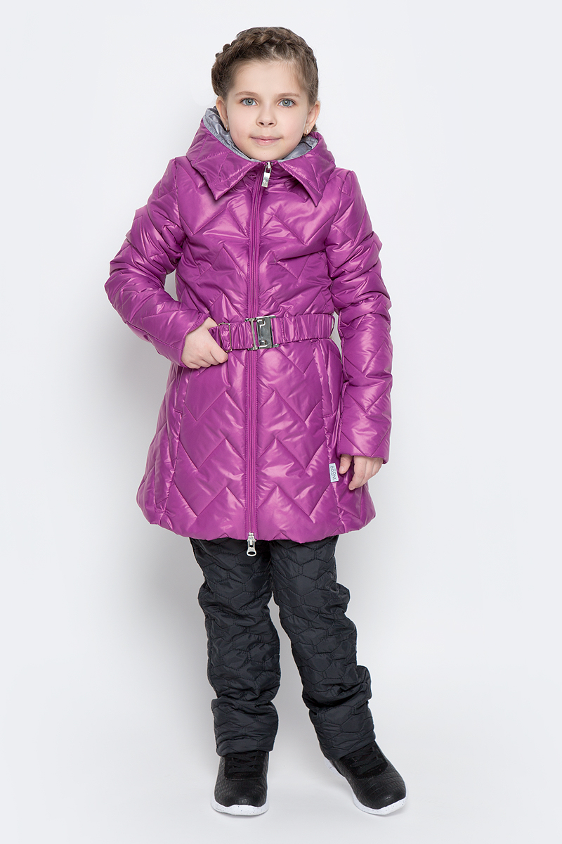 Куртка для девочки Boom!, цвет: сиреневый. 70007_BOG_вар.3. Размер 122, 7-8 лет70007_BOG_вар.3Удлиненная куртка для девочки Boom! c длинными рукавами и несъемным капюшоном выполнена из прочного полиамида. Наполнитель - синтепон. Модель застегивается на застежку-молнию спереди. Изделие имеет два втачных открытых кармана спереди, на талии расположены шлевки для ремня. В комплект входит пояс с широкой эластичной резинкой, фиксирующийся при помощи металлической пряжки-защелки. Куртка дополнена светоотражающими элементами.