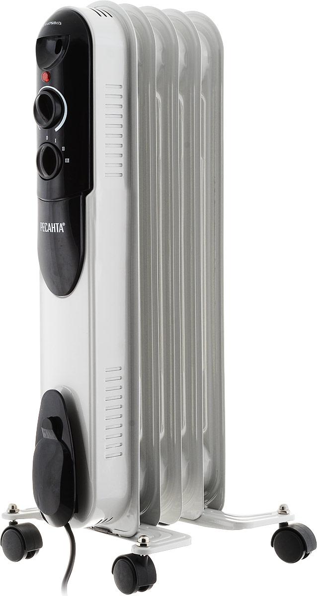 Ресанта ОМПТ-5Н (1 кВт) напольный радиатор67/3/2Масляный радиатор Ресанта ОМПТ-5Н - электрический прибор бытового назначения, предназначенный для отопления небольших помещений. Удобные ручки управления обеспечивают простоту и легкость настройки радиатора. Мощности 1000 Вт вполне достаточно, чтобы обогреть помещение площадью до 10 м2. Этот компактный, легкий прибор для удобства перемещения оснащен колесами.