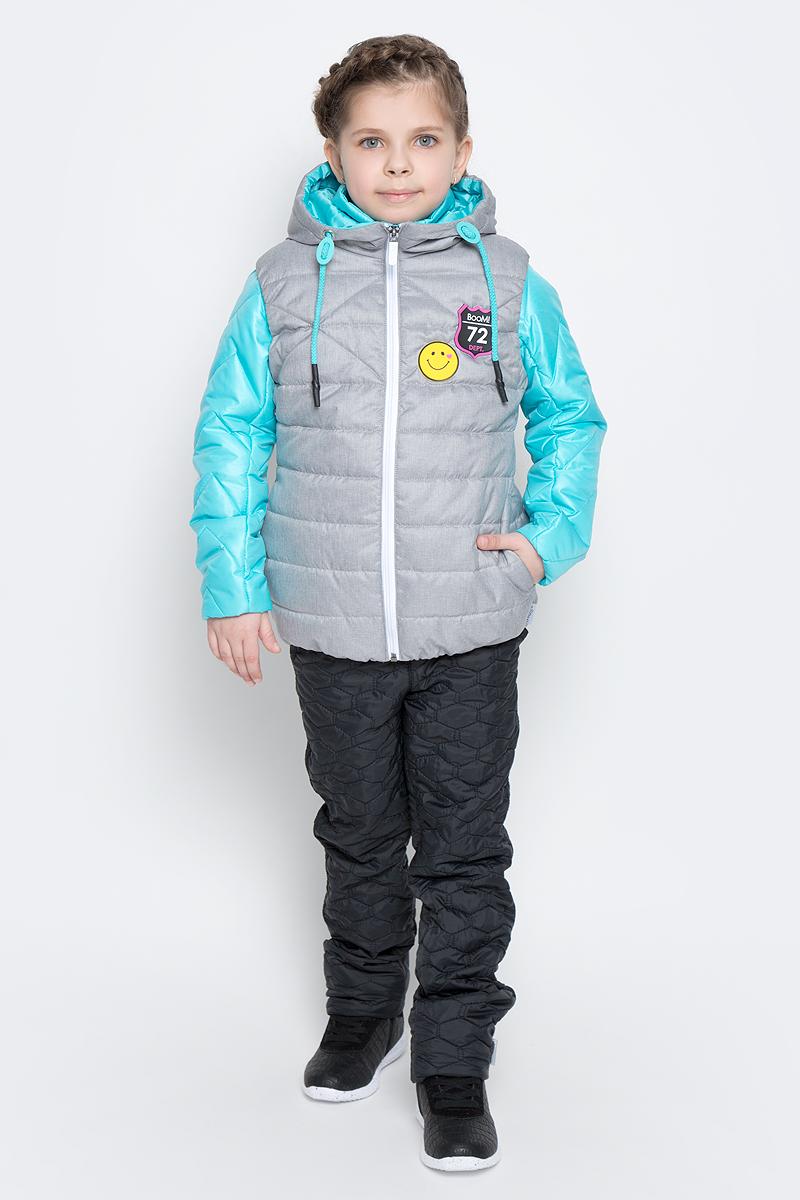 Куртка для девочки с жилетом Boom!, цвет: светло-бирюзовый, серый. 70004_BOG_вар.1. Размер 128, 7-8 лет70004_BOG_вар.1Стильная куртка с жилетом для девочки Boom! идеально подойдет вашей моднице в прохладную погоду. Модель изготовлена из водонепроницаемой и ветрозащитной ткани, на подкладке из полиэстера с добавлением вискозы. В качестве утеплителя изделия используется материал Flexy Fiber (100 г/м2).Стеганая куртка с воротником стойкой и длинными рукавами застегивается спереди на застежку-молнию. В боковых швах предусмотрены два прорезных кармана.Съемный жилет с капюшоном полностью застегивается на застежку-молнию и дополнен двумя втачными карманами. Жилет дополнен светоотражающими элементами и оригинальной нашивкой с логотипом бренда.