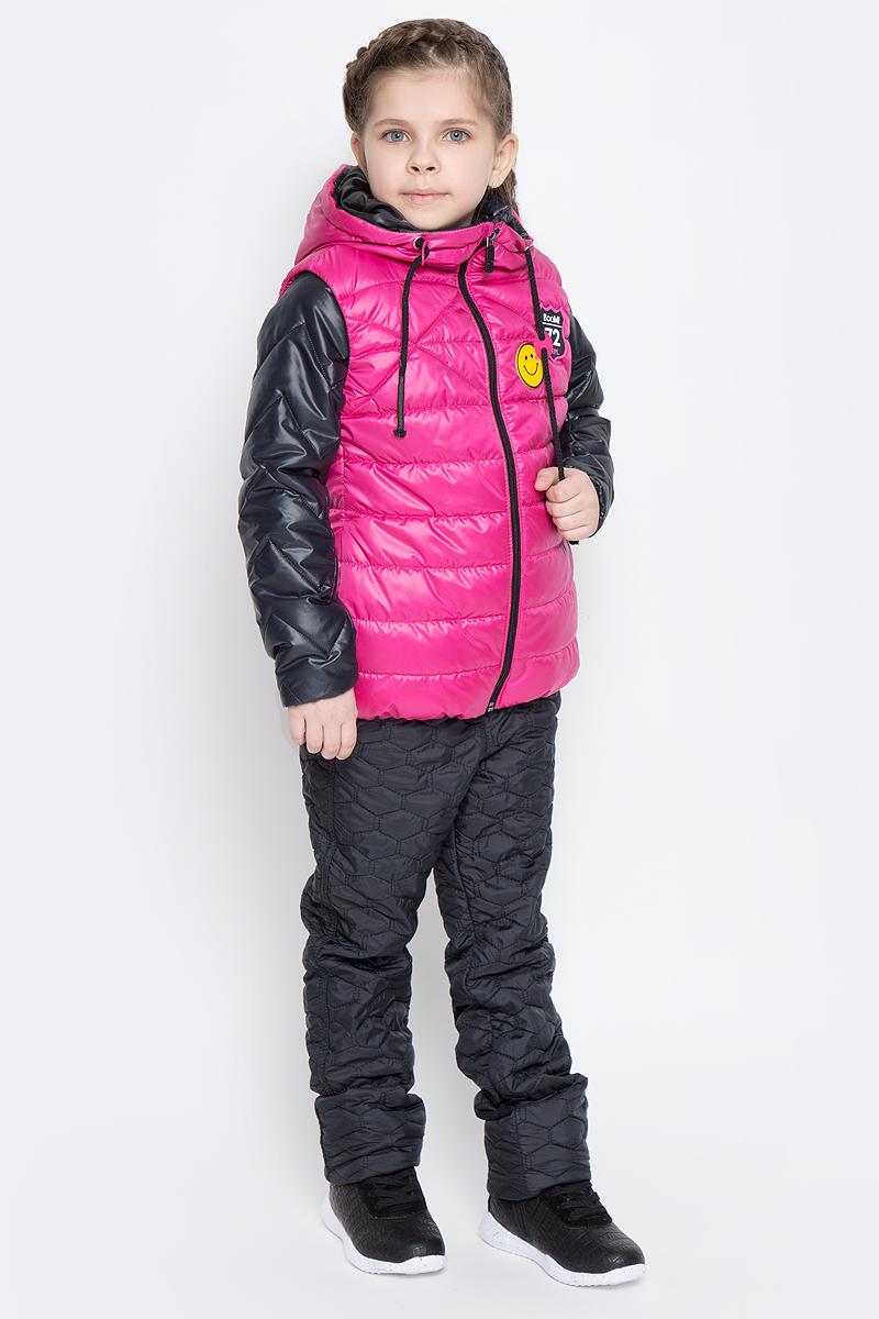 Куртка для девочки с жилетом Boom!, цвет: черный, розовый. 70004_BOG_вар.2. Размер 104, 3-4 года70004_BOG_вар.2Стильная куртка с жилетом для девочки Boom! идеально подойдет вашей моднице в прохладную погоду. Модель изготовлена из водонепроницаемой и ветрозащитной ткани, на подкладке из полиэстера с добавлением вискозы. В качестве утеплителя изделия используется материал Flexy Fiber (100 г/м2).Стеганая куртка с воротником стойкой и длинными рукавами застегивается спереди на застежку-молнию. В боковых швах предусмотрены два прорезных кармана.Съемный жилет с капюшоном полностью застегивается на застежку-молнию и дополнен двумя втачными карманами. Жилет дополнен светоотражающими элементами и оригинальной нашивкой с логотипом бренда.