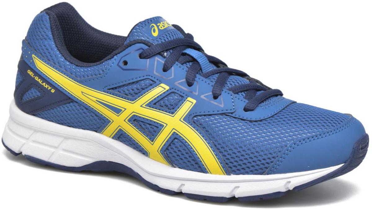 Кроссовки детские Asics Gel-Galaxy 9 Gs, цвет: синий, желтый. C626N-4903. Размер 1H (31,5)C626N-4903Зачем идти, если можно бежать? Детские беговые кроссовки Asics Gel-Galaxy 9 Gs— комфорт для ног в школе, на спортплощадке или в парке. Ноги ощущают комфорт в обуви с отличной амортизацией и дышащим сетчатым верхом. Цвета этой яркой и стильной модели точно вам понравятся. Кроссовки созданы для повседневной жизни, будь то школьные будни или выходные. Полный комфорт благодаря плотной посадке и амортизации в задней части подошвы.