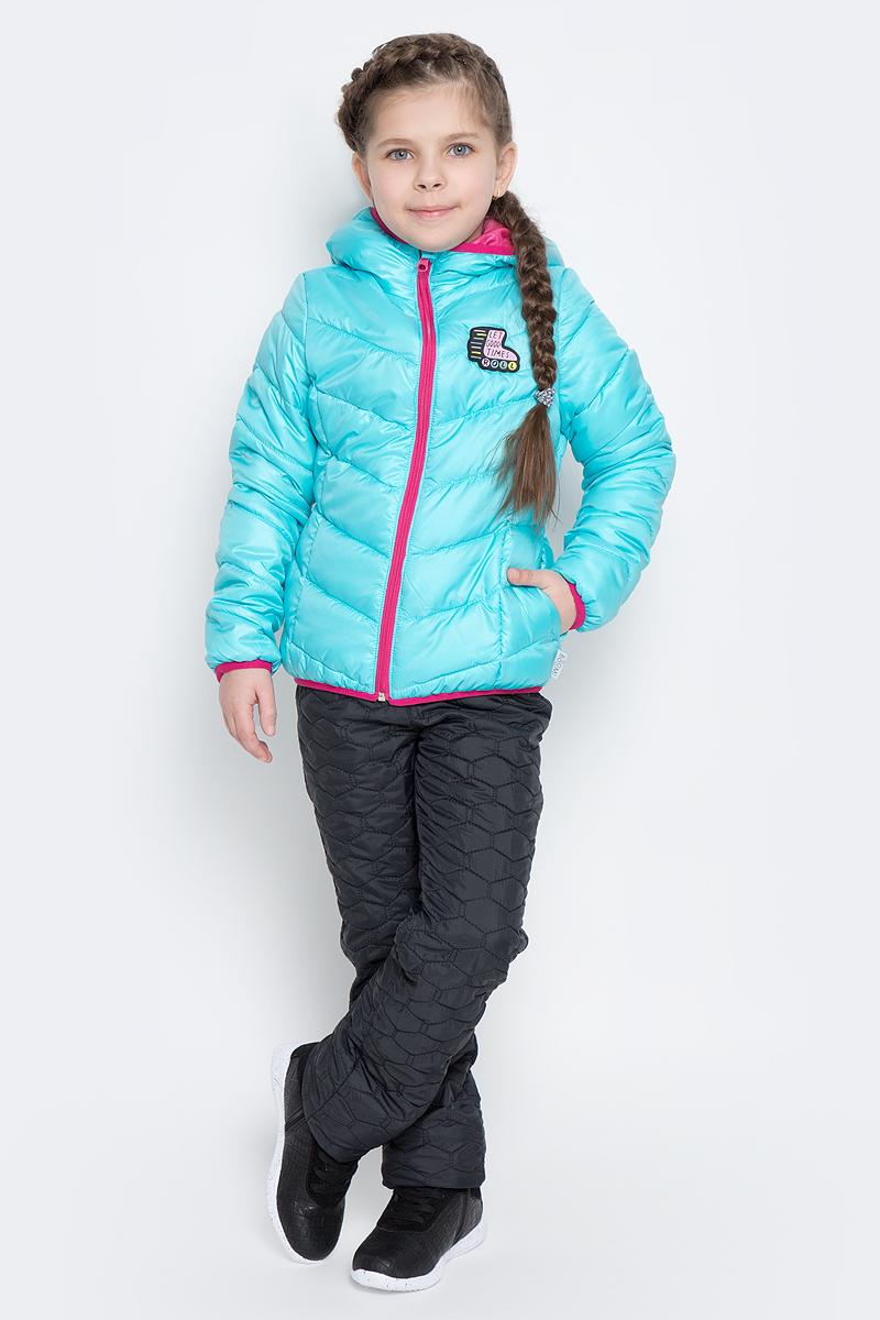Куртка для девочки Boom!, цвет: светло-бирюзовый. 70231_BOG_вар.2. Размер 86, 1,5-2 года70231_BOG_вар.2Стильная куртка для девочки Boom! изготовлена из водонепроницаемой и ветрозащитной ткани, на подкладке из полиэстера с добавлением вискозы. В качестве утеплителя изделия используется синтепон (150 г/м2).Куртка с капюшоном застегивается на пластиковую застежку-молнию и дополнительно имеет защиту подбородка и ветрозащитную планку. Капюшон не отстегивается. Края капюшона, низ рукавов и куртки дополнены тонкими трикотажными резинками, которые не позволяют просачиваться холодному воздуху. По бокам имеются два втачных кармана, а с внутренней стороны куртка дополнена двумя накладными карманами.На изделии предусмотрены светоотражающие элементы для безопасности ребенка в темное время суток.