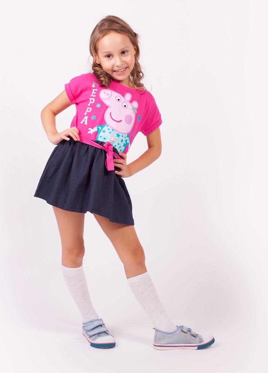 Платье для девочки Free Age Peppa Pig, цвет: розовый, темно-синий. ZG 13137-FD1. Размер 104, 4 годаZG 13137-FD1Удобное платье для девочки Free Age Peppa Pig выполнено из качественного комбинированного материала. Модель с круглым вырезом горловины и короткими цельнокроеными рукавами оформлено термоаппликацией с изображением мультипликационного героя Свинки Пеппа, а также надписью. От линии талии на юбочке заложены стильные складочки. В поясе платье дополнено шлевками и небольшим трикотажным ремешком.