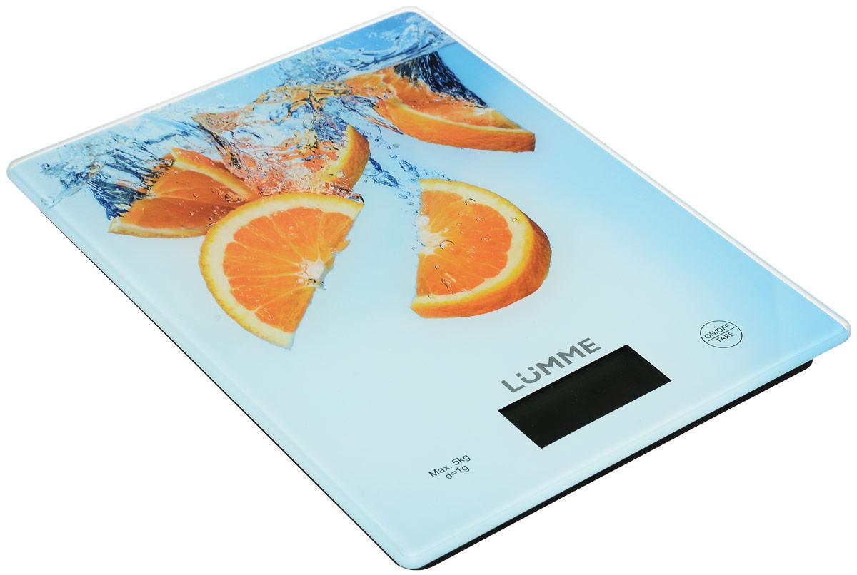 Lumme LU-1340 Апельсиновый фреш весы кухонныеLU-1340Яркие кухонные весы Lumme LU-1340 с красивой и прочной поверхностью из закаленного стекла, большим жидкокристаллическим дисплеем и функцией ТАРА.Весы обеспечивают надежное взвешивание продуктов массой до 5 килограммов с точностью до 1 грамма и способны работать в различных единицах измерения (граммы, килограммы, унции, фунты, миллилитры).Функция ТАРА позволяет не учитывать массу посуды при взвешивании продуктов, а индикаторы перегрузки и замены батареи сделают работу весов бесперебойной в течение длительного времени.Для экономии заряда литиевой батарейки (входящей в комплект поставки) весы отключаются автоматически, если не используются.Кухонные весы – отличный помощник для тех, кто любит готовить точно по рецептам.