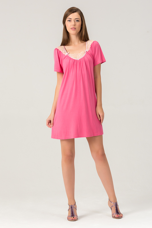 Сорочка женская Tesoro, цвет: малиновый щербет. 453С1. Размер 44453С1Женская ночная сорочка из нежного вискозного полотна. Длина - немного выше колена. Декорирована мягким кружевом.