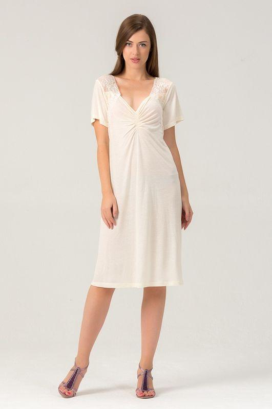Сорочка женская Tesoro, цвет: ваниль. 456С1. Размер 54456С1Женская ночная сорочка из нежной вискозы. Длина - чуть ниже колена. Вставки мягкого кружева.