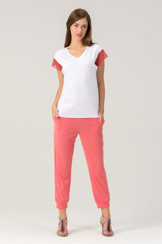 Комплект женский Tesoro: топ, капри, цвет: мандариновый щербет. 455К1. Размер 46455К1Женский костюм для дома и отдыха состоит из футболки и брюк. Изготовлен из мягкого трикотажного материала. В составе вискоза и лайкра.