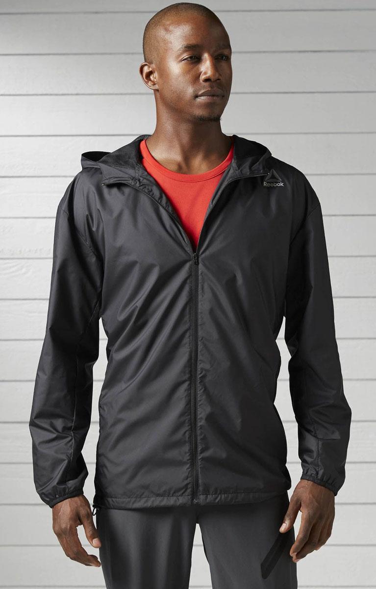 Ветровка для фитнеса мужская Reebok Wor Wv Jacket, цвет: черный. BK3111. Размер L (52/54)BK3111Мужская ветровка для фитнеса Reebok Wor Wv Jacket выполнена из 100% полиэстера. Модель с несъемным капюшоном по всей длине застегивается на застежку-молнию. По бокам изделие дополнено карманами на застежках-молниях. Капюшон и низ изделия регулируется при помощи эластичного шнурка со стопперами. Легкая и эффектная ветровка отлично сохраняет тепло, а технология Speedwick отводит влагу с поверхности тела для комфортной тренировки или пробежки. Модель оснащена светоотражающими элементами.