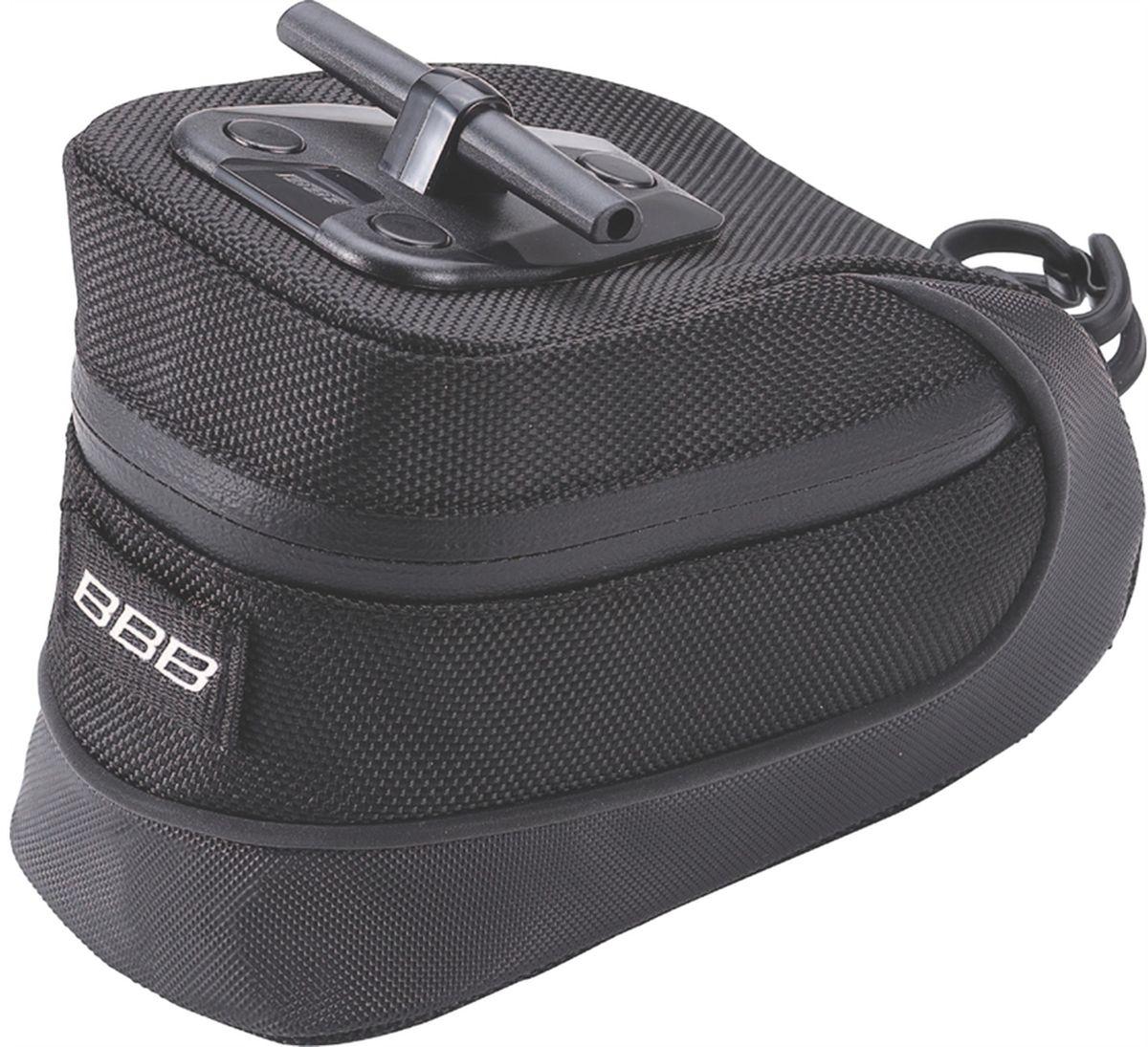 Велосумка под седло BBB StorePack, цвет: черный. Размер MBSB-12MВ сумке BBB StorePack применяются лучшие материалы и новейшие технологии. Синяя подкладка обеспечивает лучшую видимость содержимого. Эластичный ремешок и карман для простоты организации содержимого вашей сумочки. Водонепроницаемая молния с фиксатором дает дополнительную безопасность и абсолютно бесшумна при езде. Крепление для заднего габарита-LED фонарика. Черная светоотражающая полоска помогает лучше видеть вас на дороге. Т-образная система крепления для быстрой установки и снятия. Резиновый ремешок крепления к подседельному штырю для помогает в надежной фиксации сумочки.Гид по велоаксессуарам. Статья OZON Гид