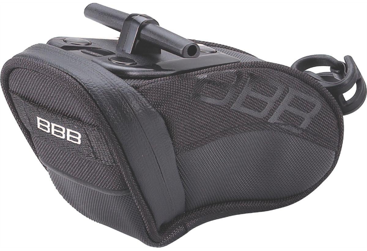Велосумка под седло BBB CurvePack, цвет: черный. Размер SBSB-13SВысокотехнологичная подседельная сумка особой формы BBB CurvePack разработана для оптимального и наиболее естественного расположения под седлом. Синяя подкладка для лучшей видимости содержимого. Молния с фиксатором обеспечивает дополнительную безопасность и абсолютно бесшумна при езде. Сумка оснащена креплением для заднего габарита-LED фонарика. Черная светоотражающая полоска улучшает вашу видимость на дороге. Т-образная система крепления для быстрой установки и снятия. Резиновый ремешок крепления к подседельному штырю обеспечивает надежную фиксацию сумочки и избежание повреждений лайкровых шорт и подседельного штыря.