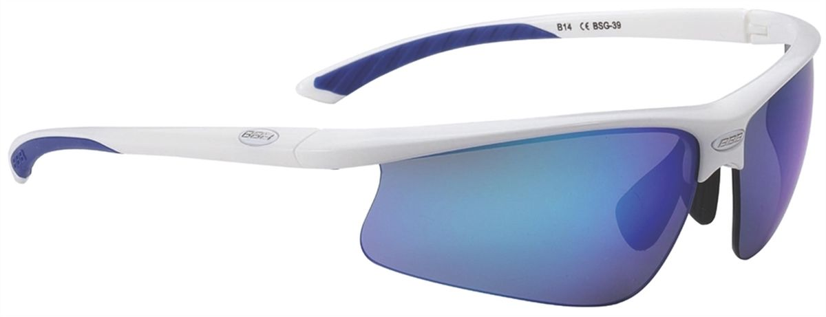 Очки солнцезащитные BBB Winner PC Smoke, цвет: белый, синийBSG-39Спортивные очки BBB Winner PC Smoke имеют сменные линзы, выполненные из поликарбоната. Форма линз обеспечивает защиту от солнца, пыли и ветра. 100% защита от ультрафиолета. Высокотехнологичная оправа из материала Grilamid с настраиваемой резиновой переносицей. Мягкие кончики дужек для жесткой посадки и комфорта одновременно. Мешочек для хранения в комплекте.В комплекте сменные линзы: желтая и прозрачная.
