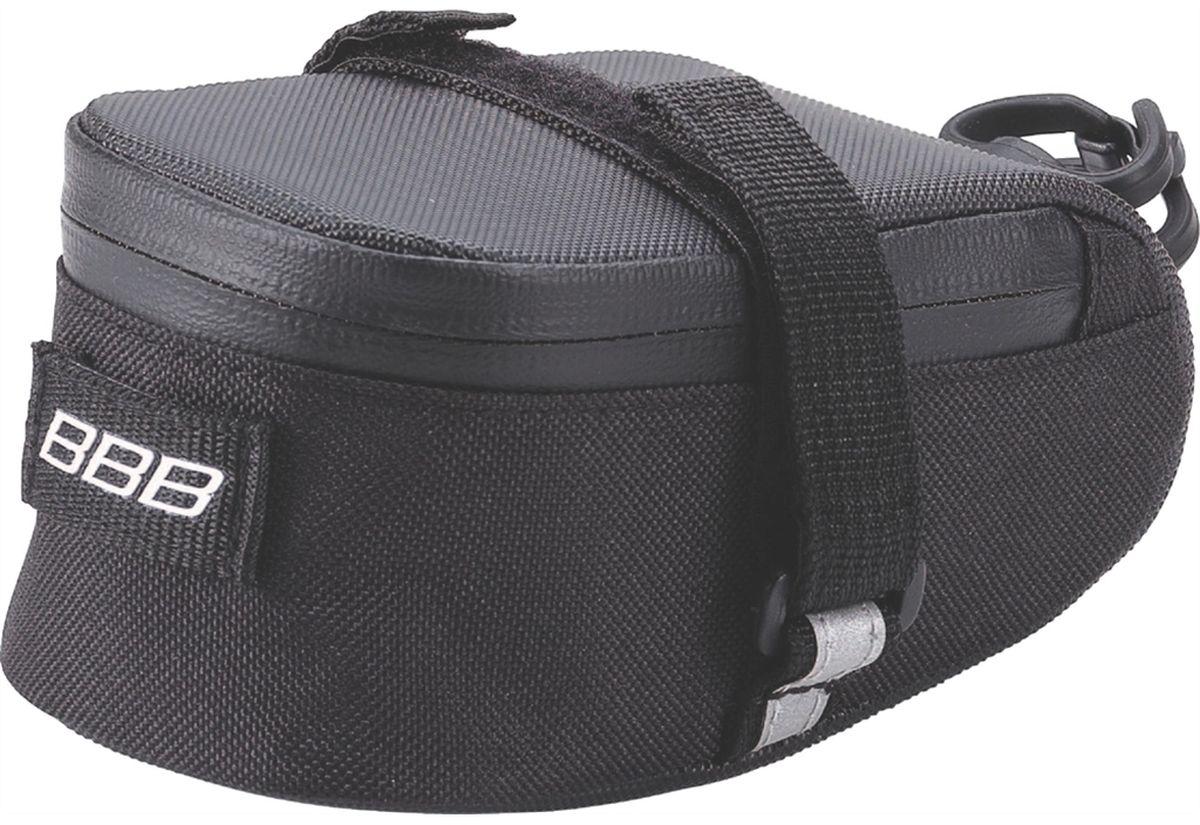 Велосумка под седло BBB EasyPack, цвет: черный. Размер SBSB-31SВ технологичной подседельной сумке BBB EasyPack применяются лучшие материалы и новейшие технологии. Синяя подкладка обеспечивает лучшую видимость содержимого. Эластичный ремешок и карман для простоты организации содержимого вашей сумочки . Водонепроницаемая молния с фиксатором дает дополнительную безопасность и абсолютно бесшумна при езде. Крепление для заднего габарита-LED фонарика. Черная светоотражающая полоска обеспечивает лучшую видимость вас на дороге. Двойная застежка на липучке помогает просто и быстро установить/снять сумку. Резиновый ремешок крепления к подседельному штырю для надежной фиксации сумочки и во избежание повреждений лайкровых шорт и подседельного штыря.