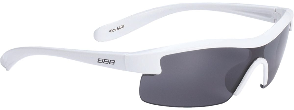 Очки солнцезащитные BBB Kids PC Smoke Lens, цвет: белыйBSG-54Специальные детские очки небольшого размера.Прочная монолитная оправа из поликарбоната.Округлая форма линз обеспечивает защиту от солнца, пыли и ветра.100% защита от ультрафиолета.Мешочек для хранения в комплекте.