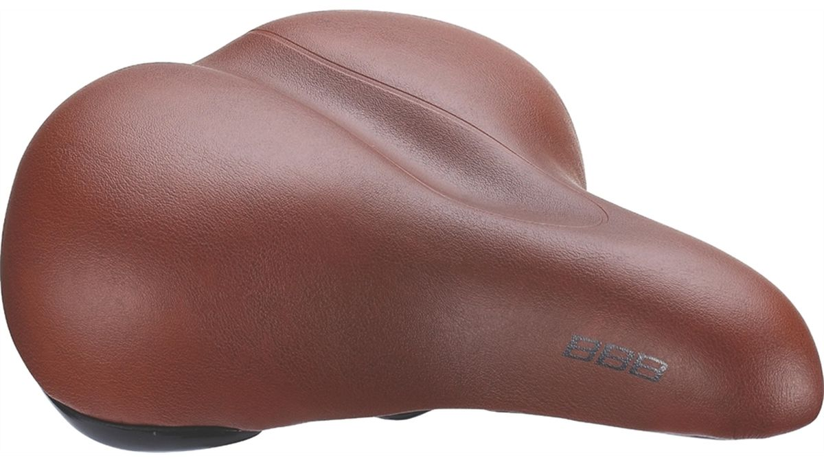 Седло велосипедное BBB BaseShape One Piece Cover, цвет: коричневыйBSD-26BBB BaseShape One Piece Cover - это седло для городского катания без каких-либо излишних усложнений. Комфортная мягкая подкладка и прочное покрытие из искусственной кожи идеально подходит для езды по городу на небольшие расстояния. Комфортное седло водонепроницаемо. Подходит как для мужчин, так и для женщин. Имеет прочные рельсы со шкалой для точной регулировки. Полипропиленовый каркас и бамперы обеспечивают дополнительную защиту. Пена обладает средней плотностью.Размер: 20,5 х 24 см.