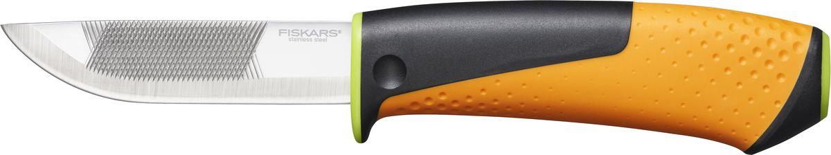 Нож для тяжелых работ Fiskars, с точилкой1023619Нож для тяжелых Fiskars оснащен эргономичной рукоятью из фибергласса с контурным покрытием из материала SoftGrip и подходит для работ в домашних условиях или на выездах. Ножны оснащены встроенной точилкой и клипсой для крепления к ремню. Клинок изготовлен из качественной нержавеющей стали и дополнен напильником.Длина ножа: 22 см.Длина лезвия: 9 см.