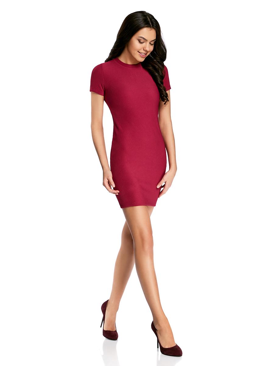Платье oodji Ultra, цвет: розовый. 14011007/45262/4A00N. Размер S (44)14011007/45262/4A00NСтильное трикотажное платье oodji Ultra выполнено из высококачественного комбинированного материала в мелкую резинку, мягкого и нежного на ощупь. Модель по фигуре с круглым вырезом горловины и короткими рукавами застегивается на спинке на застежку-молнию.
