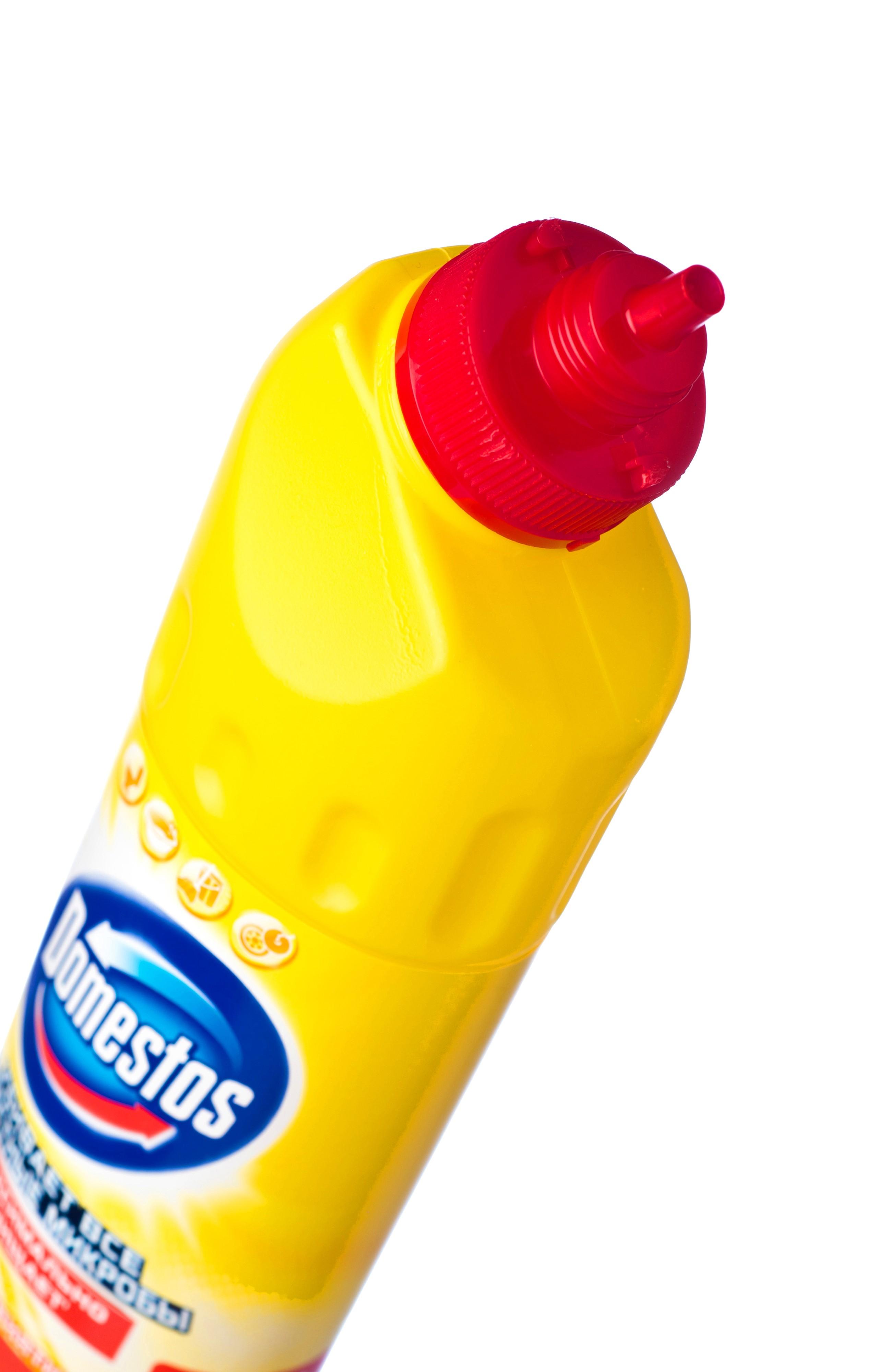 Средство универсальное Domestos Лимонная свежесть – это эффективное чистящее средство, которое уничтожает микробы во всем доме для защиты вашей семьи.  Благодаря особой формуле с дезинфицирующим эффектом и чистящими компонентами Domestos убивает все известные микробы, максимально отчищает