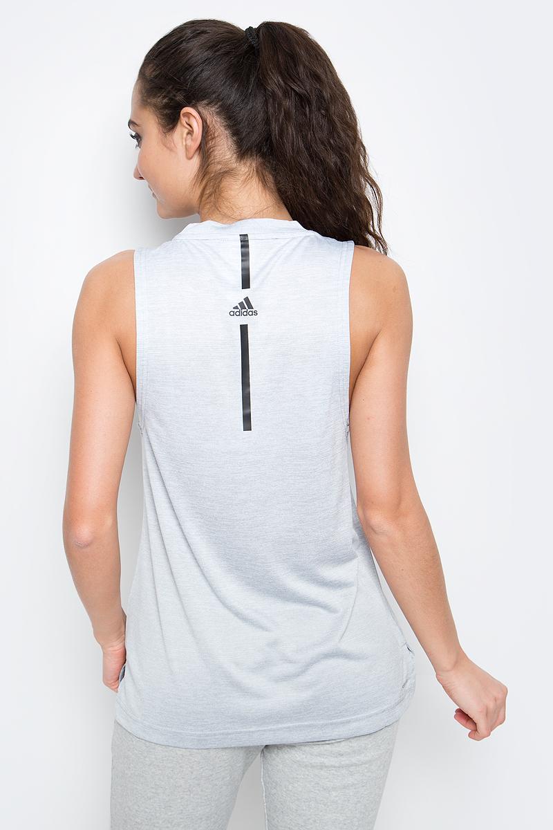 Меланжевая майка Boxtank Mel от adidas выполнена из функциональной мягкой ткани с технологией climalite, которая эффективно отводит излишки влаги и тепла. У модели круглый ворот, разрезы по бокам и удлиненная спинка. Свободный крой и удлиненный фасон обеспечивает свободу движений и уверенность во время подтягиваний и тяги в наклоне.