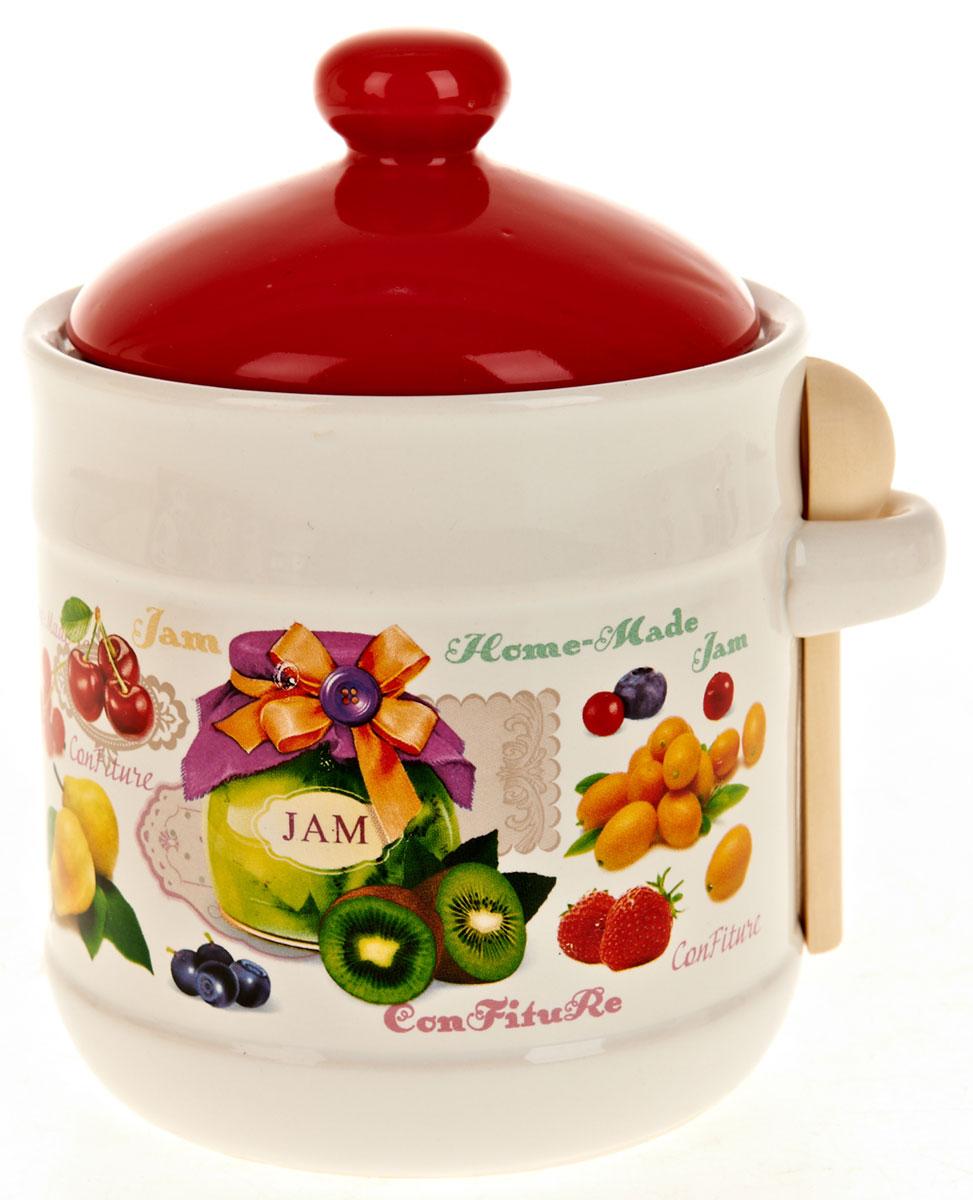 Банка для сыпучих продуктов Polystar Джем, с ложкой, 900 млL2430699Банка для сыпучих продуктов изготовлена из прочной доломитовой керамики, покрытой слоем сверкающей гладкой глазури. Изделие оформлено красочным изображением. В комплекте деревянная ложка.Банка прекрасно подойдет для хранения различных сыпучих продуктов: чая, кофе, сахара, круп и многого другого. Изящная емкость не только поможет хранить разнообразные сыпучие продукты, но и стильно дополнит интерьер кухни.Объем: 900 мл.