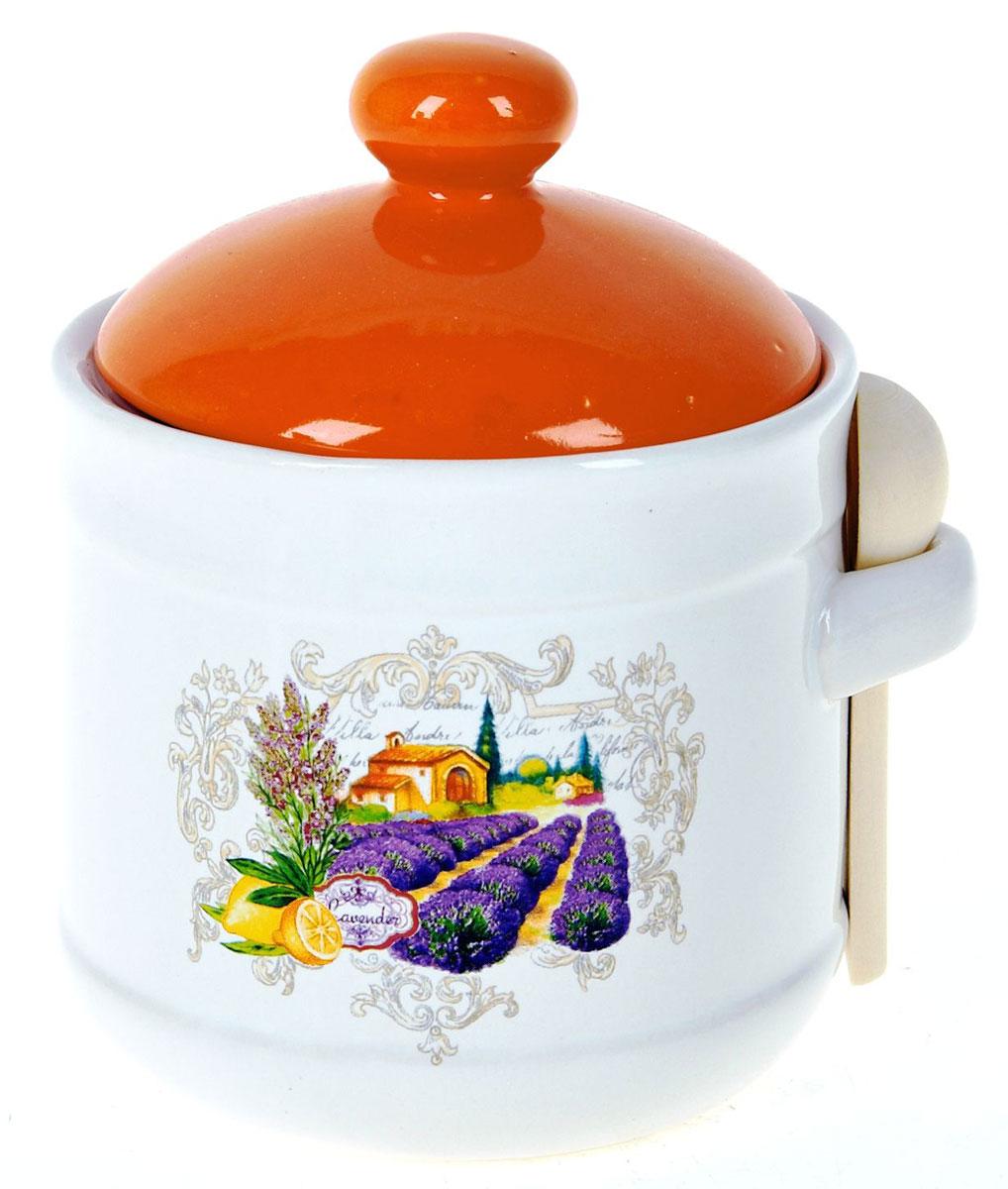 Банка для сыпучих продуктов Polystar Прованс, с ложкой, 750 млL2430733Банка для сыпучих продуктов Polystar Прованс изготовлена из керамики, с деревянной ложкой. Изделие оформлено красочным изображением. Банка прекрасно подойдет для хранения различных сыпучих продуктов: чая, кофе, сахара, круп и многого другого. Крышка герметично закрывается, что позволяет дольше сохранять продукты свежими. Изящная емкость не только поможет хранить разнообразные сыпучие продукты, но и стильно дополнит интерьер кухни.