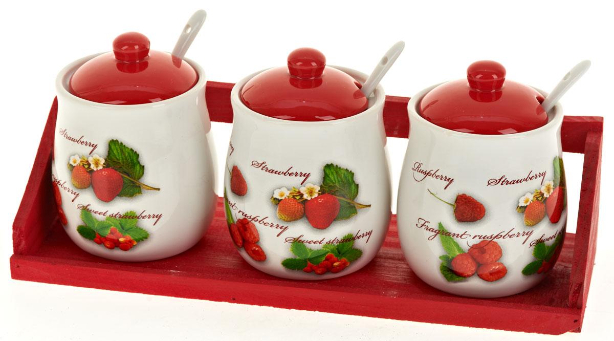 Набор банок для сыпучих продуктов Polystar Садовая ягода, с ложками, 7 предметовL2520267Набор состоит из трех банок для сыпучих продуктов, трех керамических ложек и деревянной подставки. Изделия выполнены из прочной доломитовой керамики высокого качества. Гладкая и ровная глазурованная поверхность обеспечивает легкую очистку. Изделия декорированы красочным рисунком. Такие банки прекрасно подойдут для хранения различных сыпучих продуктов: специй, чая, кофе, сахара, круп и многого другого. Крышка плотно прилегает к стенкам емкости.Можно использовать в микроволновой печи, в холодильнике и посудомоечной машине.Диаметр банки: 8 см.Высота банки: 12 см.Объем банки: 350 мл.Длина ложки: 12,5 см.