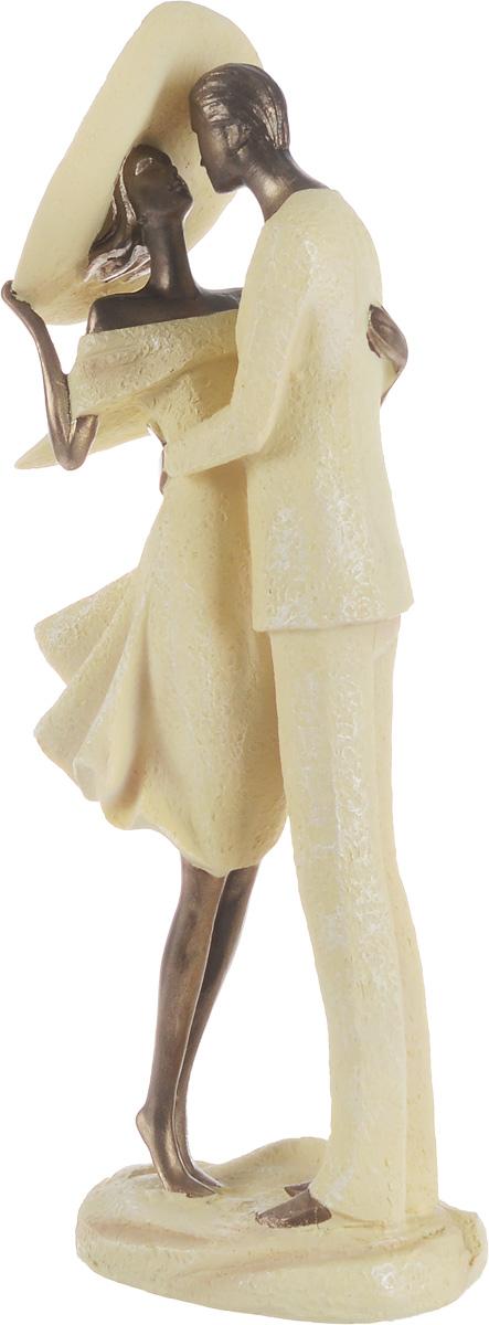 Фигурка декоративная Magic Home Влюбленная пара, 12 х 8 х 33 см43544Декоративная фигурка Magic Home Влюбленная пара, изготовленная из полирезина, выполнена в виде мужчины, держащего в объятиях женщину. Вы можете поставить фигурку в любом месте, где она будет удачно смотреться и радовать глаз. Сувенир отлично подойдет в качестве подарка близким или друзьям.