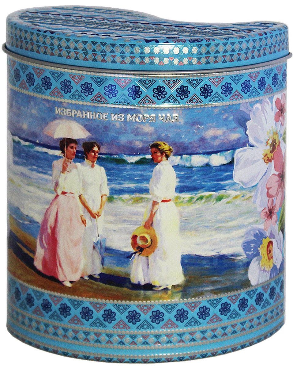 Избранное из моря чая Коллекция Грезы любви. Голубая, чай черный листовой, 75 г4791029012025Жестяная банка в форме капли, корпус и крышка с элементами конгрева, покрыта матовым лаком. Стандарт ОРА (крупный лист). Листья для этого чая собирают с кустов после того, как почки полностью раскрываются. В сухой заварке листья должны быть крупными (от 8 до 15 мм) и однородными. Этот сорт практически не содержит типсов, но имеет высокое содержание ароматических масел, и поэтому настой чая очень ароматен. Также этот чай характерен вкусом с горчинкой благодаря большому содержанию дубильных веществ. Чай упакован в фольгу для сохранения свежести и аромата. Этот чай упакован в пачки из фольги в Шри-Ланке сразу после сбора урожая, в период созревания чая, когда он наполнен полезными веществами и эфирными маслами. Знак в виде Льва с 17 пятнышками на шкуре - это гарантия Бюро Цейлонского Чая на соответствие чая высокому стандарту качества, установленному Правительством и упакованному только в пределах Шри-Ланки.