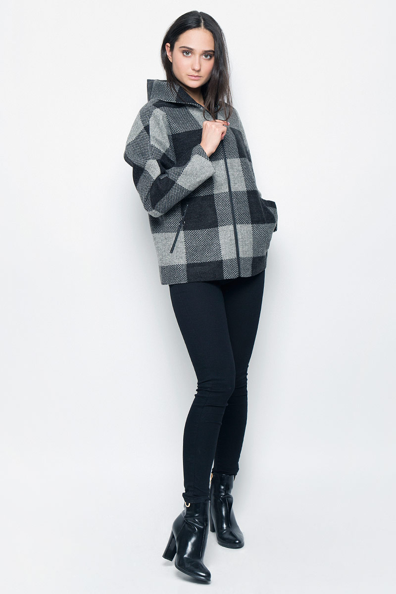 Куртка женская Finn Flare, цвет: темно-серый, серый. B17-32055. Размер L (48)B17-32055Женская куртка Finn Flare изготовлена из полиамида с добавлением натуральной шерсти. Модель с длинными цельнокроеными рукавами и капюшоном застегивается спереди на металлическую молнию. Куртка с тонкой подкладкой дополнена двумя врезными карманами на молниях.