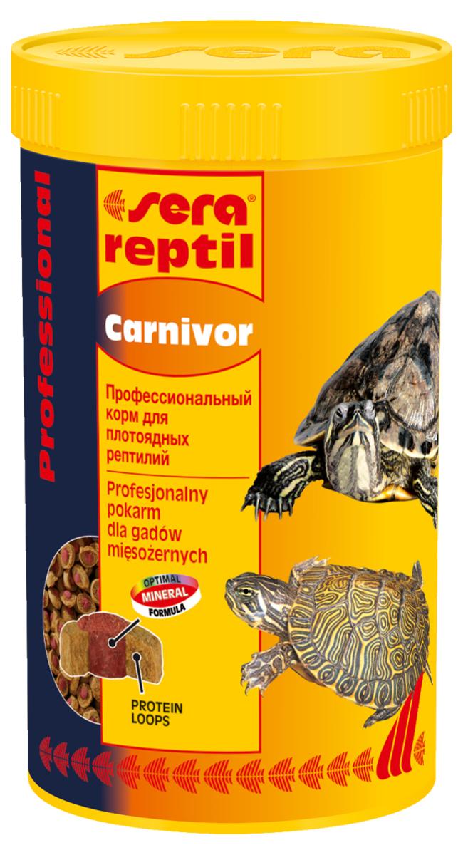 Корм для рептилий Sera Reptil Professional Carnivor, 250 мл (85 г)1820Корм для рептилий Sera Reptil Professional Carnivor - комплексный корм для водных черепах и других плотоядных рептилий, произведенный методом коэкструзии. Инновационный коэкструдат объединяет в себе вкусную оболочку - кольцо, в котором содержатся высококачественные белки и жиры, и сердцевину, произведенную с помощью щадящего низкотемпературного процесса, сохраняющего ценные питательные вещества, с высоким содержанием необходимых витаминов, минералов и других жизненно важных веществ. Оптимальное соотношение кальция и фосфора обеспечивает здоровый рост костей и панциря животных. Инструкция по применению: Кормить экономно. Смешать со свежим кормом в соответствии с потребностями животных. Ингредиенты: рыбная мука, кукурузный крахмал, пшеничная клейковина, пшеничная мука, пивные дрожжи, цельный яичный порошок, рыбий жир, гаммарус, морские водоросли, зеленые мидии, криль, чеснок. Аналитический состав: протеин 37,4%, жиры 6,2%, клетчатка 5,6%, влажность 5,2%, зольные вещества 7,5%, кальций 2,0%, фосфор 1,0%.Витамины и провитамины: витамин A 37.000 МЕ/кг, витамин D3 1.800 МЕ/кг, витамин E (D, L-а-tocopheryl acetate) 120 мг/кг, витамин B1 35 мг/кг, витамин B2 90 мг/кг, витамин C (L-ascorbyl monophosphate) 550 мг/кг. Микроэлементы: Fe (E1) 10,9 мг/кг, Cu (E4) 0,5 мг/кг, Mn (E5) 0,3 мг/кг, Zn (E6) 10,4 мг/кг. Содержит пищевые красители, допустимые в ЕС. Товар сертифицирован.