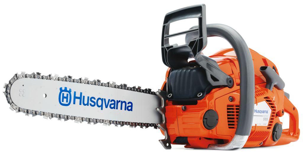 Бензопила Husqvarna 5559660109-15Бензопила Husqvarna 555 разработана для выполнения профессиональных работ, а также для нужд требовательных пользователей. Эта бензопила имеет инновационную конструкцию и предоставляет оптимальную мощность для эффективной работы. Наша запатентованная, уникальная технология двигателя X-Torq предоставляет увеличенный крутящий момент в широком диапазоне оборотов, расходует до 20% меньше топлива и производит до 75% меньшее количество вредных выбросов. А автоматическая настройка карбюратора AutoTune значительно упрощает эксплуатацию и обслуживание.