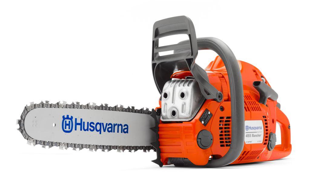 Бензопила Husqvarna 455E объединяет лучшие особенности предшествующей модели (Husqvarna 55) с эргономичностью и новыми технологиями, упрощающими работу с пилой и ее обслуживание. Бензопила Husqvarna 455E станет отличным инструментом для владельцев земельных участков и пользователей, которым требуется мощный инструмент для решения задач любой степени сложности, способный переносить экстремальные нагрузки.