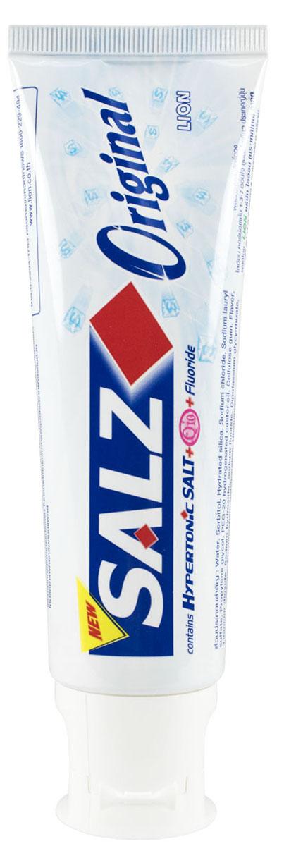 LionThailand Salz Original Паста зубная, 90 гр008915Инновационная формула зубной пасты «All Protection» обеспечивает комплексную защиту и уход за полостью рта., Зубная паста Salz содержит несколько основных активных компонентов: гипертоническую соль, коэнзим Q10 и фтор для защиты полости рта и устранения неприятного запаха., Прекрасно освежает дыхание., Обладает приятным мятным ароматом., -Концентрированное содержание гипертонической соли укрепляет десна и уменьшает количество бактерий, которые являются причиной появления неприятного запаха изо рта.,-Коэнзим Q10, являясь антиоксидантом, надежно защищает полость рта и десна., -Фтор предупреждает развитие кариеса и улучшает состояние зубной эмали., Способ применения: чистить зубы не менее 3х минут, последовательно обрабатывая наружные, жевательные и внутренние поверхности всех зубов.,Меры предосторожности: хранить в недоступном для детей месте., Способ хранения: хранить в прохладном сухом месте., Состав: вода, сорбитол, гидратированный диоксид кремния, лаурилсульфат натрия, пропилен гликоль, целлюлозная камедь, диоксид титана, фторид натрия (менее 0,15%), убихинон (Q10), сахарин натрия, гидроксид натрия, дикалия глицирризат.,