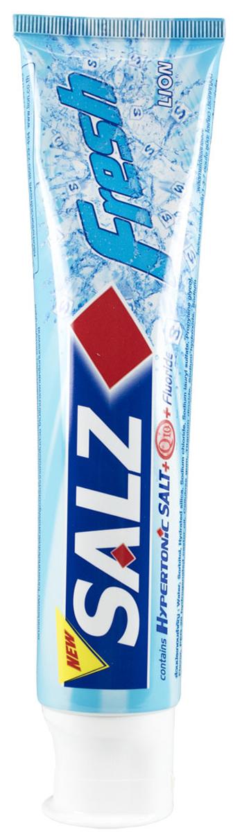 LionThailand Salz Fresh Паста зубная, 160 гр008960Инновационная формула зубной пасты «All Protection» обеспечивает комплексную защиту и уход за полостью рта. Зубная паста Salz содержит несколько активных компонентов: гипертоническую соль, коэнзим Q10 и фтор для защиты полости рта и устранения неприятного запаха. Прекрасно освежает дыхание. Обладает свежим ароматом зеленой мяты.-Концентрированное содержание гипертонической соли укрепляет десна и уменьшает количество бактерий, которые являются причиной появления неприятного запаха изо рта. -Коэнзим Q10, являясь антиоксидантом, надежно защищает полость рта и десна.-Фтор предупреждает развитие кариеса и улучшает состояние зубной эмали.Способ применения: чистить зубы не менее 3х минут, последовательно обрабатывая наружные, жевательные и внутренние поверхности всех зубов. Меры предосторожности: хранить в недоступном для детей месте.Способ хранения: хранить в прохладном сухом месте. Состав: вода, сорбитол, гидратированный диоксид кремния, лаурилсульфат натрия, пропилен гликоль, целлюлозная камедь, диоксид титана, фторид натрия (менее 0,15%), убихинон (Q10), сахарин натрия, гидроксид натрия, дикалия глицирризат.