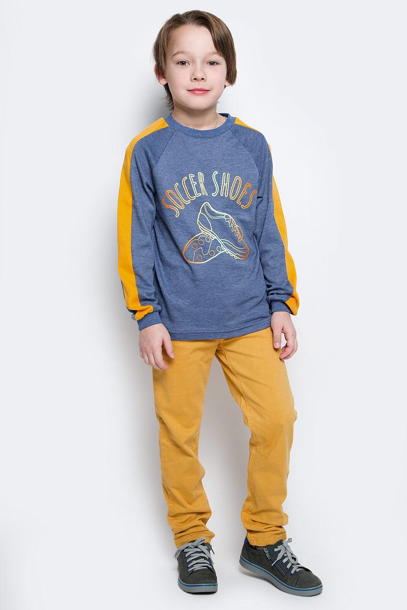 Свитшот для мальчика КотМарКот, цвет: синий меланж. 20516. Размер 12220516Свитшот для мальчика КотМарКот выполнен из натурального хлопка. Модель с длинными рукавами-реглан имеет круглый вырез горловины. Свитшот украшен интересным принтом и надписями.