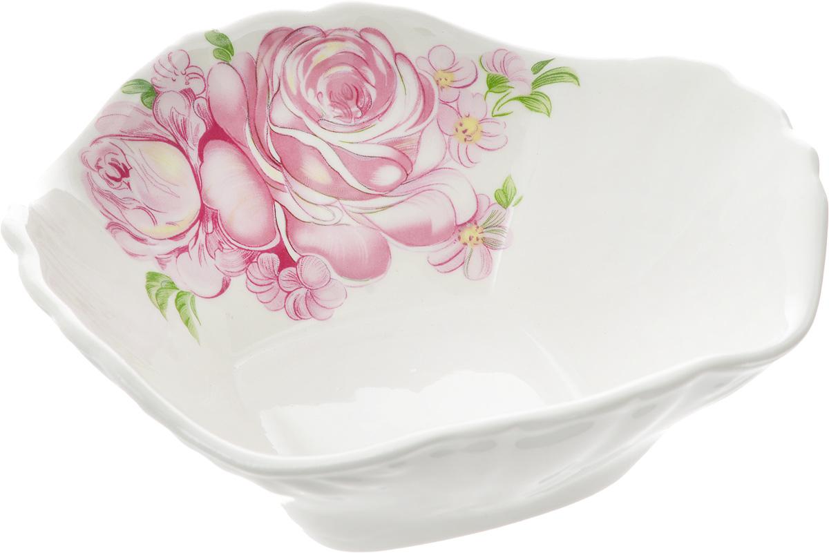Салатник Кубаньфарфор Розовые розы, 16 х 16 см047_Розовые розыСалатник Кубаньфарфор Розовые розы изготовлен из высококачественного фаянса. Он украшен изысканным рисунком. Такой салатник сочетает в себе изысканный дизайн с максимальной функциональностью. Он идеально подходит для сервировки стола и подачи закусок, солений, салатов и других блюд. Такой салатник прекрасно впишется в интерьер вашей кухни и станет достойным подарком к любому празднику.Размер салатника (по верхнему краю): 16 х 16 см.Размер основания салатника: 7 х 7 см.Высота салатника: 5,5 см.
