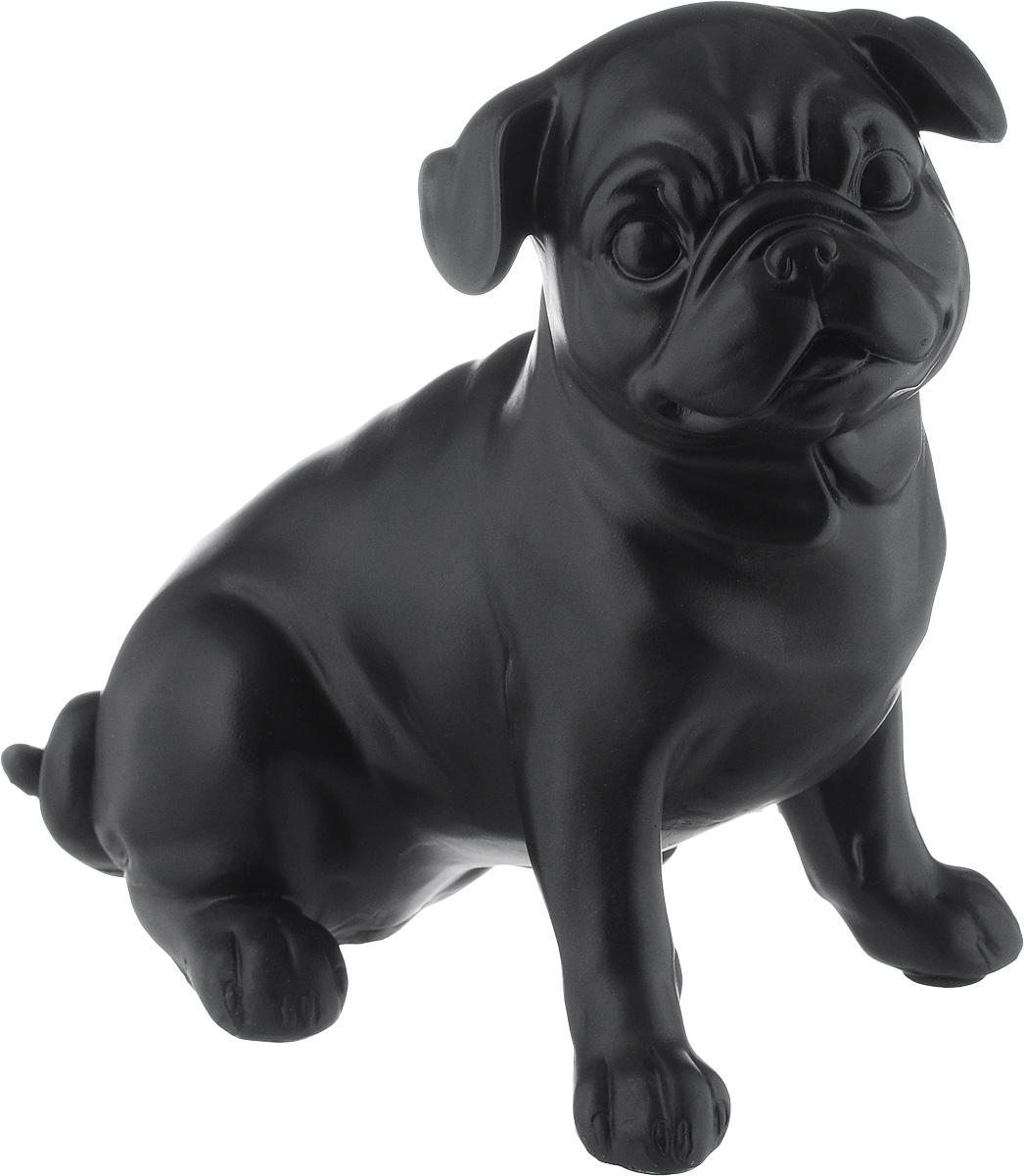 Фигурка декоративная Magic Home Мопс, 19,3 х 12 х 18,5 см44421Декоративная фигурка Magic Home Мопс изготовлена из полирезина. Изделие выполнено в виде собаки.Вы можете поставить фигурку в любом месте, где она будет удачно смотреться и радовать глаз. Сувенир отлично подойдет в качестве подарка близким или друзьям.