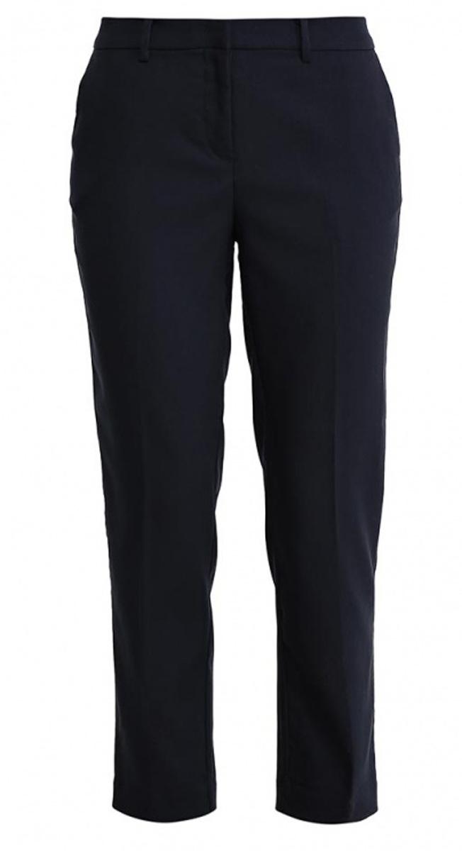 Брюки женские Sela, цвет: темно-синий. P-115/811-7131. Размер 44P-115/811-7131Стильные укороченные брюки Sela, изготовленные из качественного материала в классическом стиле, станут отличным дополнением вашего гардероба. Брюки зауженного к низу кроя и стандартной посадки на талии застегиваются на застежку-молнию и пуговицу. На поясе имеются шлевки для ремня. Модель дополнена двумя втачными карманами спереди и двумя прорезными карманами сзади.