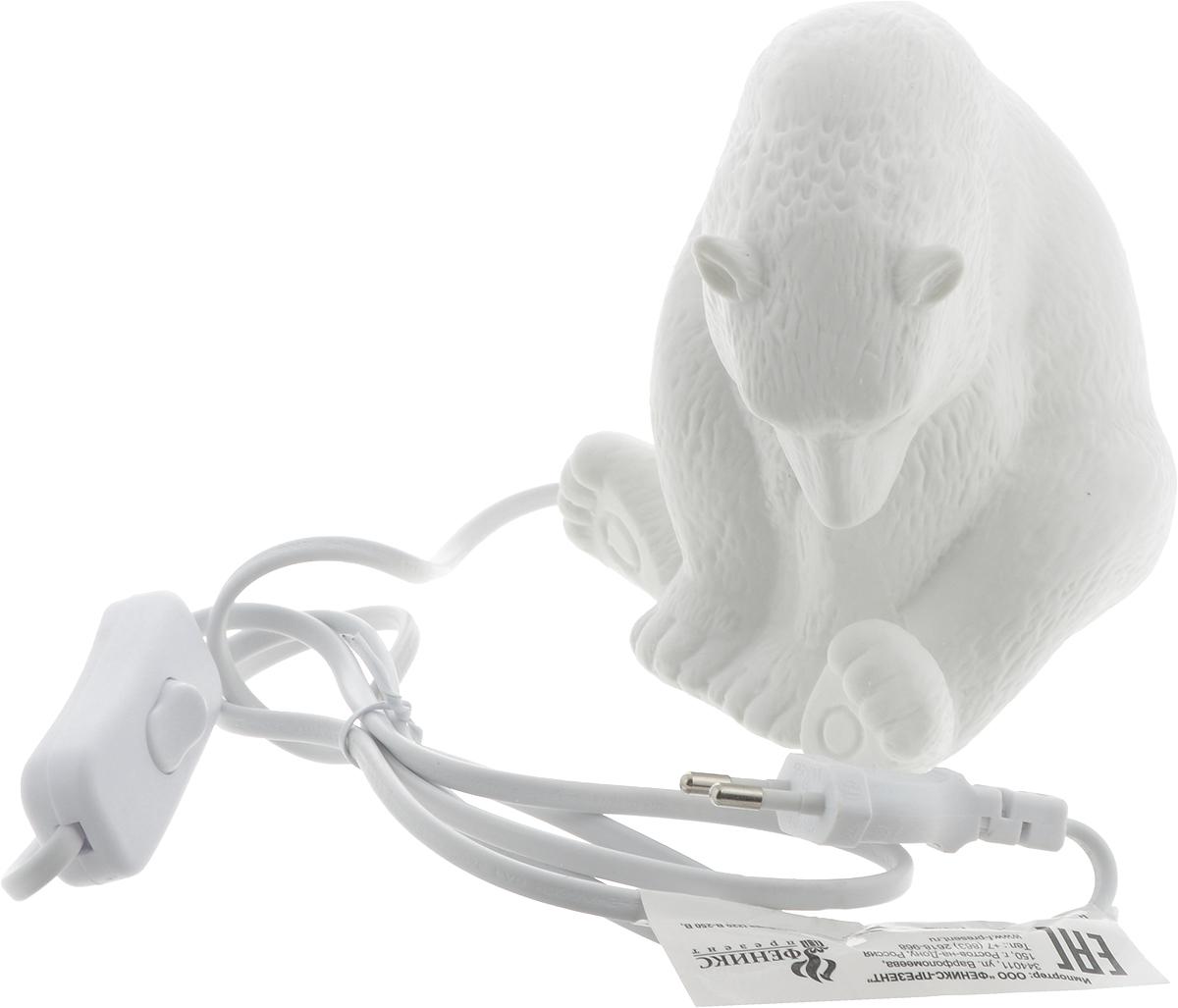 Лампа настольная Феникс-Презент Медведь, 12 х 10 х 13,5 см41618Оригинальная настольная лампа Феникс-Презент Медведь изготовлена из фарфора. Включение производится механически с помощью кнопки. Лампочка легко меняется. Длина провода: 145 см. Питание: от розетки. Напряжение: 220 В. Частота: 50 Гц. Размер лампы: 12 х 10 х 13,5 см.