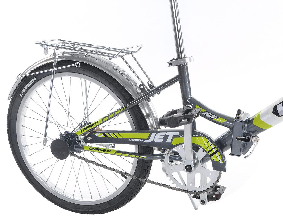 """Велосипед Larsen """"Jet 20"""" - это складной подростковый велосипед, который станет прекрасным подарком для вашего ребенка. Велосипед   идеально справится со своим прямым предназначением - катанием по асфальтированным и грунтовым дорогам. Модель прекрасно   сконструирована: современный яркий дизайн, безопасность, удобная форма рамы - вот ее главные преимущества. Благодаря полноценной   защите цепи, исключены попадание в цепь одежды и малейшая возможность случайно поцарапаться. У данной модели качественная, прочная,   легкая и удобная рама из стали с жесткой вилкой, которая менее подвержена механическим повреждениям и коррозии в сырую погоду.   Конструкция рамы - складная, это позволит компактно перевозить велосипед и хранить его в квартире. Мягкое подпружиненное седло   велосипеда и руль регулируются по высоте, что придает комфорт, делая прогулки по городу более удобными. Колеса  диаметром 20 дюймов с   покрышками Wanda и алюминиевыми ободами обладают хорошей маневренностью, ускорением и накатом. Ножной педальный тормоз отличается   предельной простотой в использовании и надежностью. Чтобы привести его в действие, нужно вращать педали в обратную сторону. Велосипед   оснащен полноразмерными крыльями, которые спасают от грязи, что делает его еще более практичным. Приятным и полезным дополнением   служат подножка и багажник.   Подростковый велосипед Larsen """"Jet 20"""" послужит идеальным спутником для отважных велосипедистов, предпочитающих активный образ жизни.   Количество скоростей: 1 шт. Размер колес: 20 дюймов. Резина: Wanda p1079. Втулка передняя: fr-03 сталь. Втулка задняя: cf-e10 сталь. Тормоза: втулочные, ножные.    Какой велосипед выбрать? Статья OZON Гид"""
