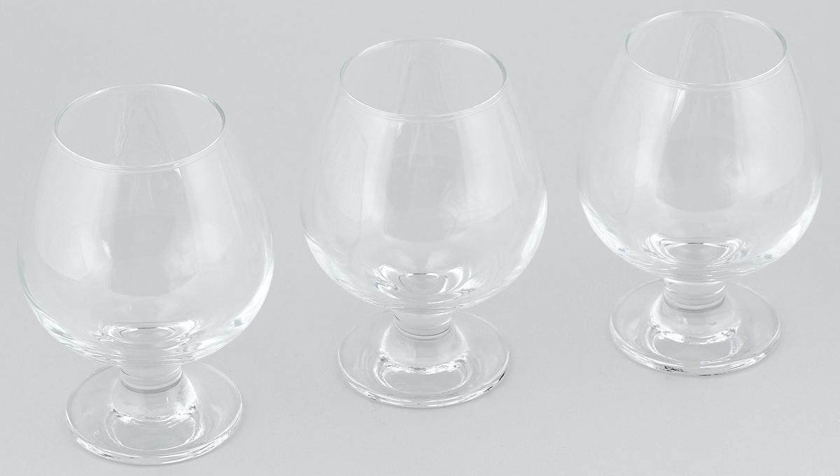 """Набор Pasabahce """"Bistro"""" состоит из трех бокалов на ножке, изготовленных из прочного натрий-силикатного стекла. Изделия, предназначенные для подачи конька, несомненно придутся вам по душе. Бокалы сочетают в себе элегантный дизайн и функциональность. Набор бокалов Pasabahce """"Bistro"""" идеально подойдет для сервировки стола и станет отличным подарком к любому празднику.Высота бокала: 13 см."""