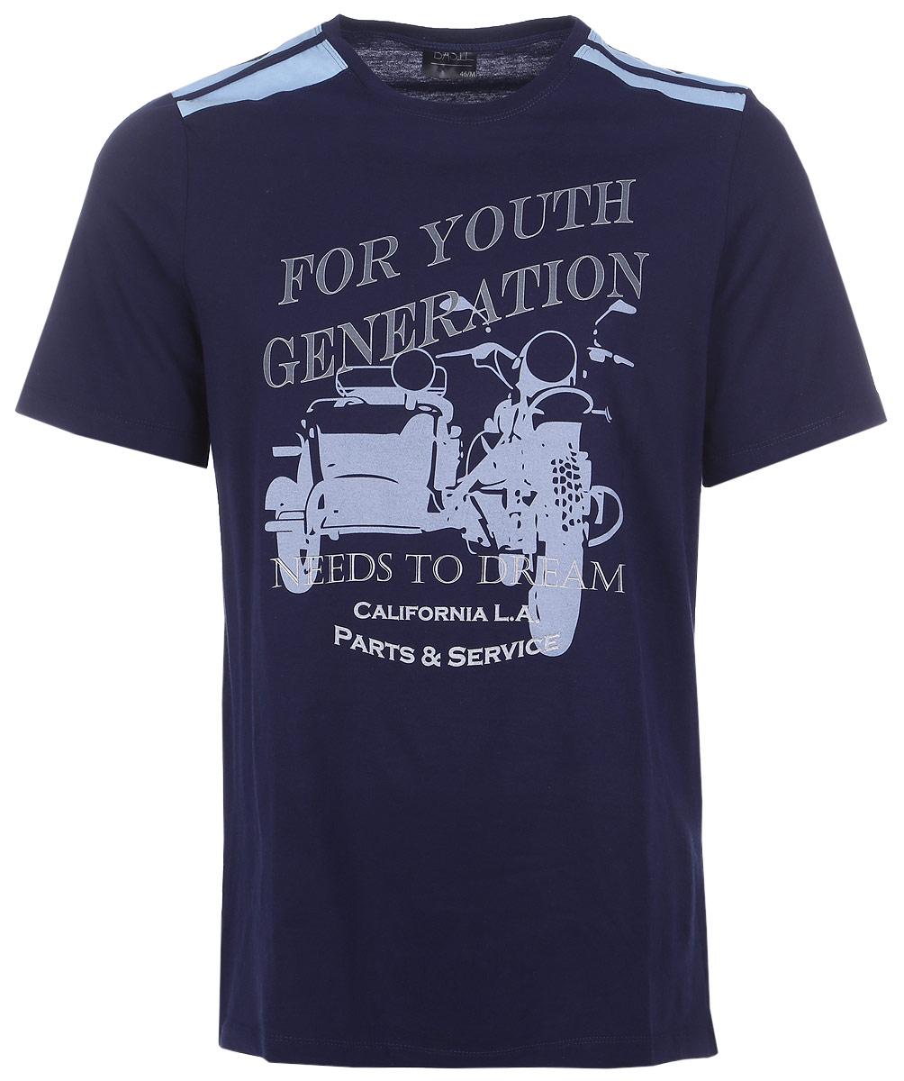 Костюм домашний мужской Violett Мотоцикл: футболка, бриджи, цвет: темно-синий, голубой. 17220109. Размер L (48)17220109Комфортный мужской домашний костюм Violett Мотоцикл выполнен из натурального хлопка.Изделие сочетает в себе удобную футболку и стильные мужские бриджи, которые абсолютно не сковывают движения и позволяют телу дышать. Футболка с коротким рукавом и круглым вырезом горловины оформлена принтом с надписями. Свободные клетчатые бриджи выполнены в поясе на широкой резинке и дополнены дополнительными шнурками для оптимальной фиксации по талии. Бриджи оформлены двумя втачными карманами.