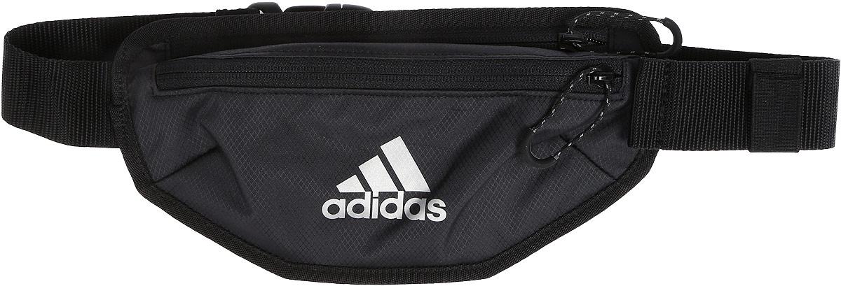 Сумка поясная для бега Adidas Run Waistbag, цвет: черный, темно-синийS96350Поясная сумка Adidas Run Waistbag прекрасно подходит для полезных мелочей, которые необходимо взять с собой на пробежку. Модель, выполненная из прочного рипстопа (100% полиэстер), имеет два кармана, в одном из которых сетчатый разделитель. Сумка оснащена светоотражающими деталями и фиксируется на регулируемом поясе с помощью застежки-фастекс.Длина пояса (с учетом сумки): 48-107 см.
