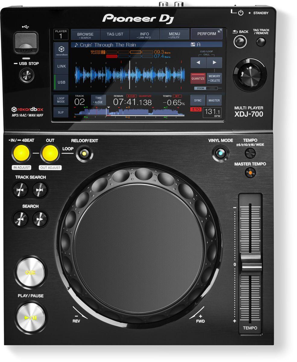 Pioneer XDJ-700 цифровой DJ проигрыватель среднего уровня375313Pioneer XDJ-700 - компактный, портативный и универсальный цифровой плеер с большим сенсорным экраном, Pro DJ Link и множеством других функций.Данная модель предлагает диджеям и клубам уникальный набор характеристик: компактный размер и съемная подставка делают его идеальным для использования в условиях ограниченного пространства или домашней студии. Это первый плеер в бюджетном ценовом диапазоне с поддержкой функции Pro DJ Link, которая дает возможность параллельного подключения до четырех плееров или компьютеров от одного источника. Треки можно загружать через USB или Wi-Fi, тем самым существенно расширяя возможности диджея.В плеере XDJ-700 реализованы основные функции XDJ-1000, например Hot Cues (горячие метки), Auto Loops (авто-петли), режим Slip и Beat Sync (синхронизация бита). Большой полноцветный сенсорный экран обеспечивает интуитивный доступ ко всем функциям плеера и позволяет осуществлять быстрый поиск треков с помощью QWERTY-клавиатуры. Если сет подготовлен в программе rekordbox (Mac/PC) или приложении rekordbox app (iOS/Android), то на экране плеера появится изображение волны трека, индикатор тональности, обратный отсчет бита и Phase Meter.7-дюймовый полноцветный дисплей обеспечивает интуитивное управление функциями плеера. Организация интерфейса на базе трех окон (browse, play и perform) предотвращает перегрузку экрана информацией.Помимо USB накопителей, музыку, подготовленную в Rekordbox можно загружать с компьютеров и смартфонов, используя USB или Wi-Fi соединения.Pro DJ Link дает возможность подсоединения до четырех плееров или компьютеров через сетевой кабель при использовании одного источника.Характеристики: Частотный диапазон: 4 - 20000 Гц Частота дискретизации: 48 кГц А/Ц преобразователь: 24 бит Ц/А преобразователь: 24 бит Соотношение сигнал/шум: 115 дБ Звуковые искажения: 0,003% Уровень выходного сигнала: 2.0 Vrms Потребляемая мощность: 21 Вт Диаметр джога: 206 мм Свойства Cue: Cue L