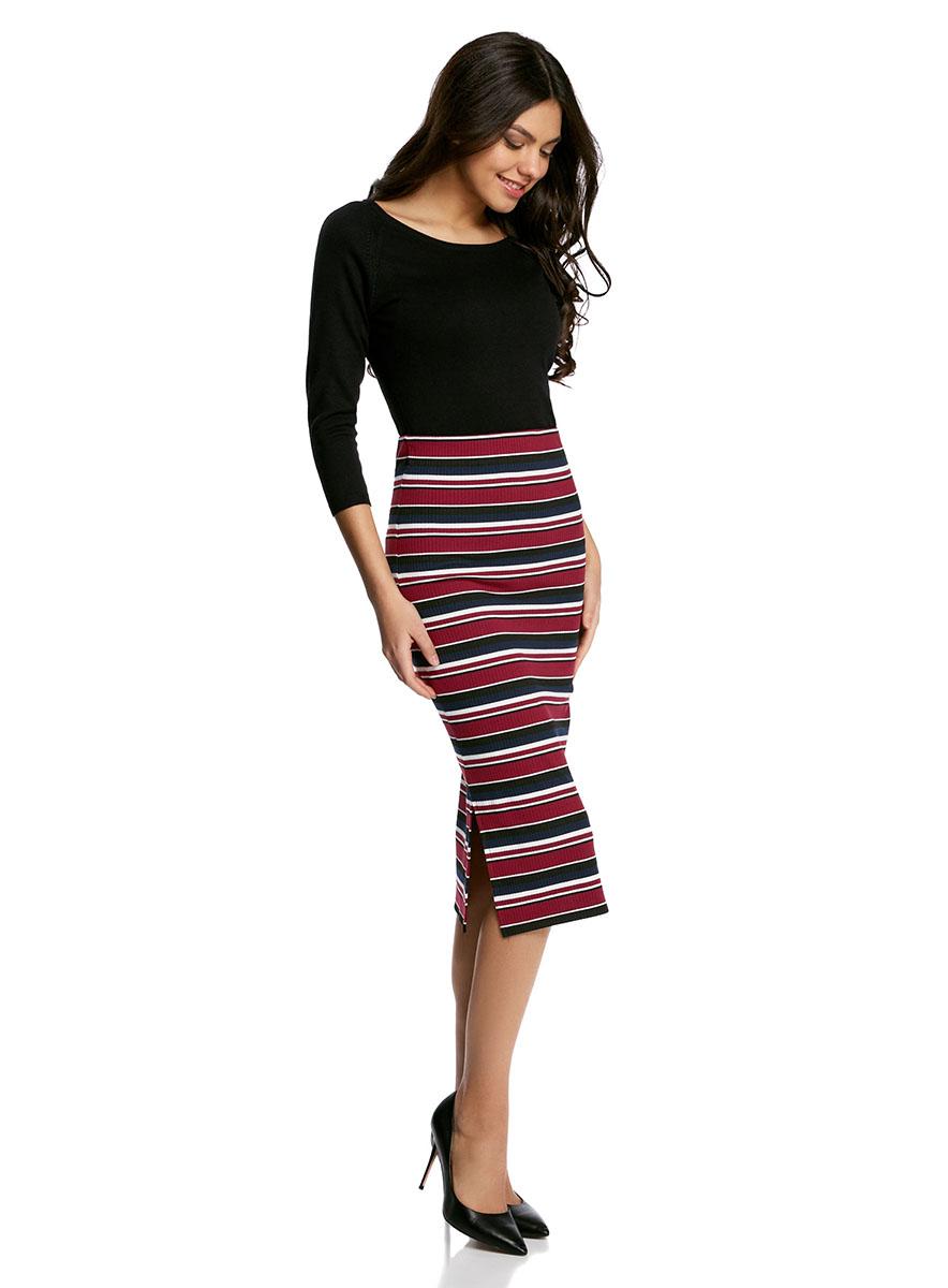 Юбка oodji Ultra, цвет: бордовый, черный. 14101085/46893/4929S. Размер L (48)14101085/46893/4929SСтильная юбка-миди облегающего силуэта выполнена из высококачественного материала. По бокам модель дополнена небольшими разрезами.