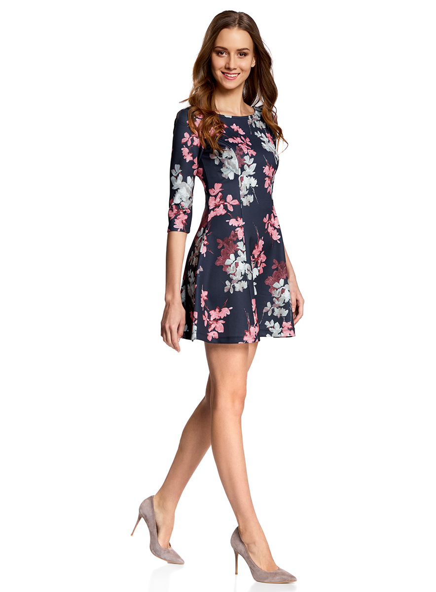 Платье oodji Ultra, цвет: темно-синий, розовый. 14001150-3/33038/7941F. Размер XS (42)14001150-3/33038/7941FСтильное платье oodji Ultra, выполненное из качественного полиэстера с небольшим добавлением эластана, отлично дополнит ваш гардероб. Модель-мини с круглым вырезом горловины и стандартными рукавами 3/4 оформлена оригинальным цветочным принтом.