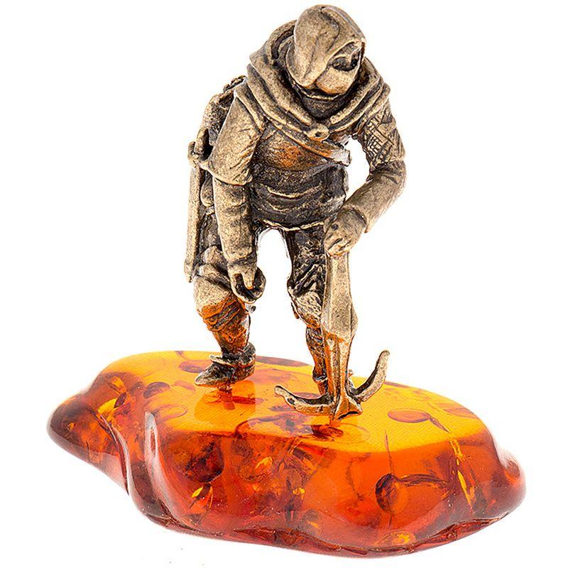 Фигурка декоративная Гифтман Рыцарь с арбалетом. Ручная работа. 5340853408Фигура на янтаре