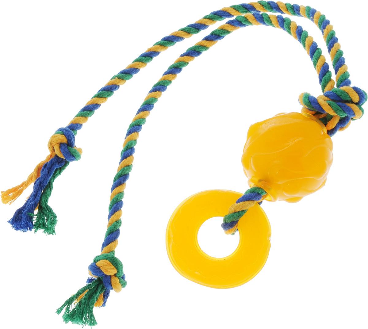 Игрушка для собак Doglike Комета, с канатом, длина 60 смD12-1115Игрушка Doglike Комета служит для массажа десен и очистки зубов от налета и камня, а также снимает нервное напряжение. Игрушка выполнена из резины в виде кольца и шара с нанизанным текстильным канатом. Она прочная и может выдержать огромное количество часов игры. Это идеальная замена косточке. Если ваш пес портит мебель, излишне агрессивен, непослушен или страдает излишним весом то, скорее всего, корень всех бед кроется в недостаточной физической и эмоциональной нагрузке. Порадуйте своего питомца прекрасным и качественным подарком.Размер резиновых игрушек: 7 х 7 х 2 см; 6 х 6 х 6 см. Длина игрушки: 60 см.Уважаемые клиенты! Обращаем ваше внимание на цветовой ассортимент товара. Поставка осуществляется в зависимости от наличия на складе.