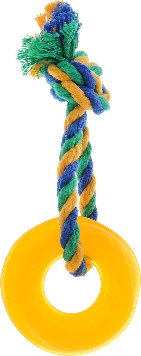 Игрушка для собак Doglike Кольцо Мини, с канатом, длина 17 смD11-1106Игрушка Doglike Кольцо Мини служит для массажа десен и очистки зубов от налета и камня, а также снимает нервное напряжение. Игрушка представляет собой резиновое кольцо с завязанным текстильным канатом. Она прочная и может выдержать огромное количество часов игры. Это идеальная замена косточке.Если ваш пес портит мебель, излишне агрессивен, непослушен или страдает излишним весом то, скорее всего, корень всех бед кроется в недостаточной физической и эмоциональной нагрузке. Порадуйте своего питомца прекрасным и качественным подарком.Размер игрушки: 6,5 х 6,5 х 2 см. Длина игрушки (с канатом): 17 см.