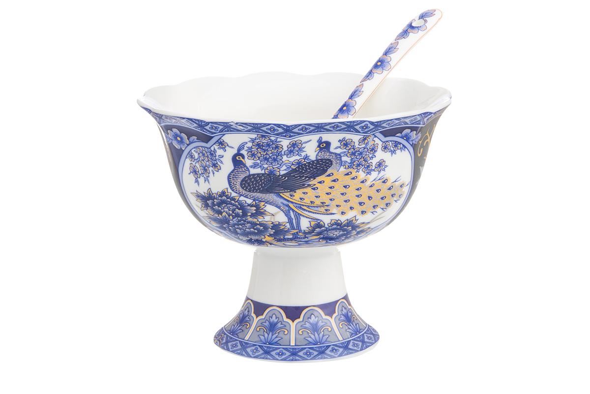 Креманка Elan Gallery Павлин синий, с ложкой, диаметр 10,5 см180939Креманка из коллекции Павлин синий подойдет под соус, мороженое или варенье. В комплекте ложечка для удобства. Соберите всю коллекцию предметов сервировки Павлин на синем и ваши гости будут в восторге! Изделие имеет подарочную упаковку, поэтому станет желанным подарком для ваших близких!Размер: 10,5 х 10,5 х 8,5 см. Объем: 200 мл.
