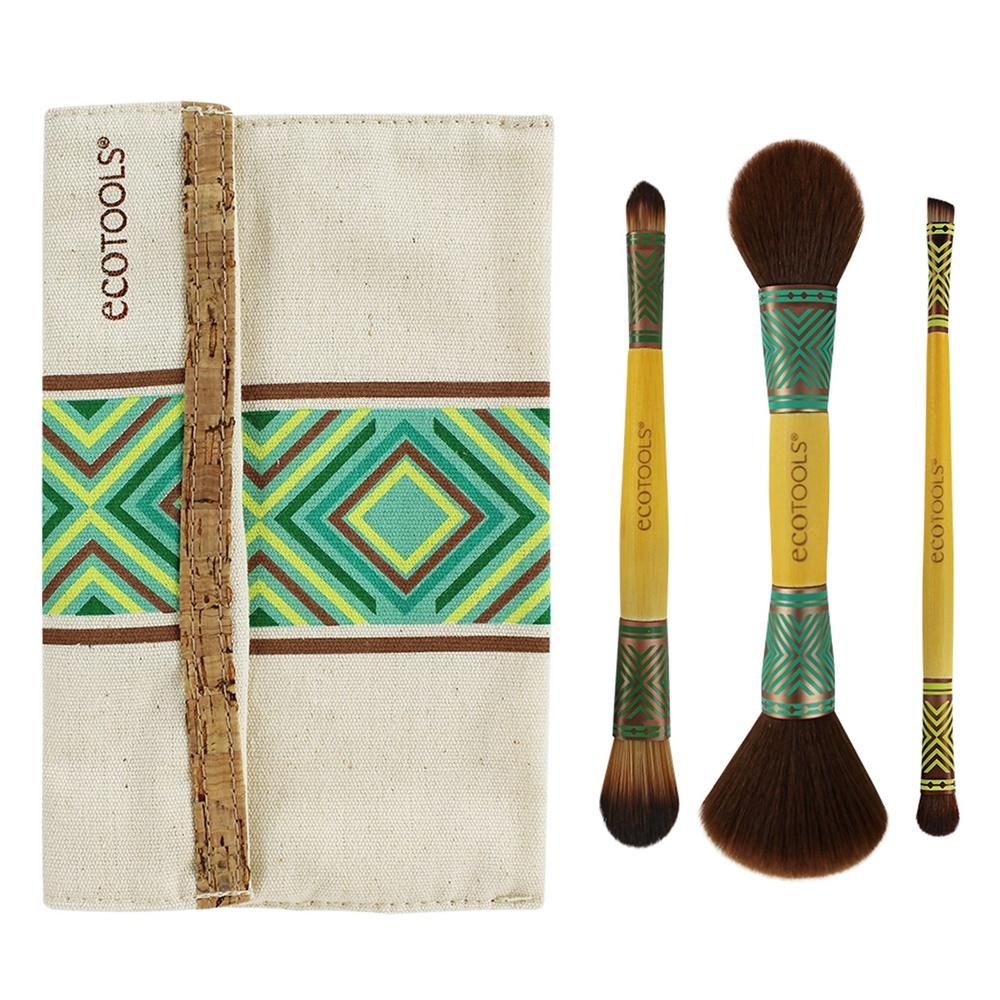 EcoTools Набор двусторонних кистей для макияжа Boho Luxe Duo Brush Set1304МНабор из 3-х двусторонних кистей и стильной косметички в стиле бохо. Невероятно мягкий ворс, бамбуковые ручки. 3 двусторонние кисти для воплощения любимого макияжа: -дуо кисть для тона и консилера; -дуо кисть для пудры и румян; -дуо кисть для теней и скошенная для подводки и бровей. Рекомендации по применению: 1) Создайте идеальную основу кистью для тона; 2) Замаскируйте недостатки кистью для консилера; 3) Припудрите лицо кистью для пудры; 4) Нанесите румяна на яблочки щек кистью для румян; 5) Нанесите ваши любимые тени кистью для теней; 6) Подчеркните скошенной кистью линию роста ресниц и/или подведите брови. BoHo Luxe Duo Brush Set - прекрасный макияж где бы Вы ни были. Материал: искусственный ворс - таклон (не вызывают аллергии, гигиеничен), алюминиевые наконечники и бамбуковые ручки. Кисти отлично моются, быстро сохнут и не теряют свою форму.